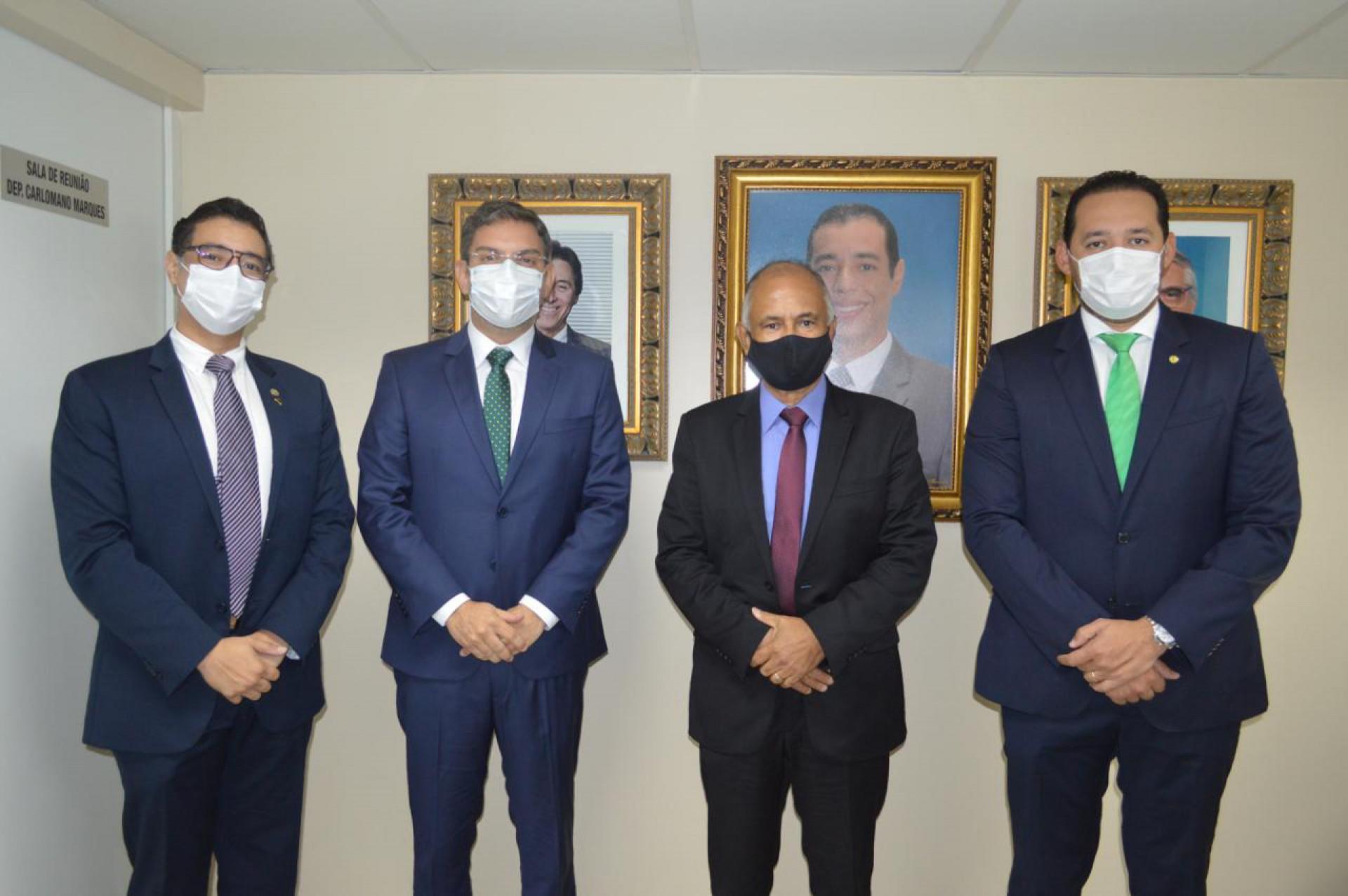 Gelson Ferraz e Rafael Branco tomam posse e defendem nome de Eunício para Governo ou Senado