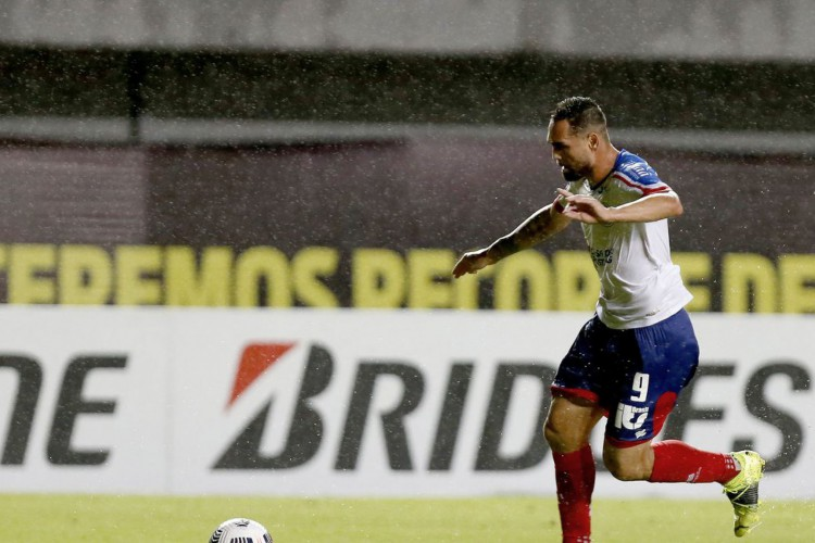 Gilberto marca, e Bahia derrota Guabirá na Sul-Americana (Foto: Felipe Oliveira)