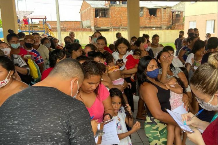 Moradores estão saindo dos imóveis com a promessa de serem cadastrados pela Secretaria Municipal do Desenvolvimento Habitacional (Habitafor) em programas de assistência pública. (Foto: Larissa Gaspar )