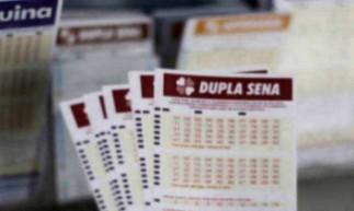 O resultado da Dupla Sena Concurso 2223 será divulgado na noite de hoje, sábado, 15 de maio (15/05). O prêmio está estimado em R$ 2 milhões