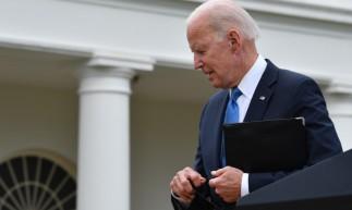 O presidente dos EUA, Joe Biden, sai após fazer comentários sobre a resposta da Covid-19 e o programa de vacinação, do Rose Garden da Casa Branca, Washington, DC em 13 de maio de 2021. (Foto de Nicholas Kamm / AFP)