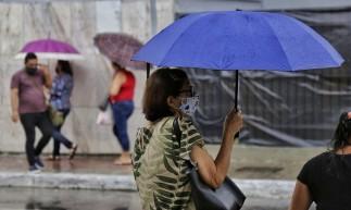 Manhã de chuva no Centro de Fortaleza.
