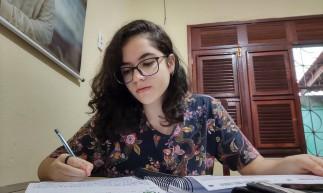 Rebeca Sales Mota, 17, sonha em cursar Direito no ensino superior com a nota do Enem.