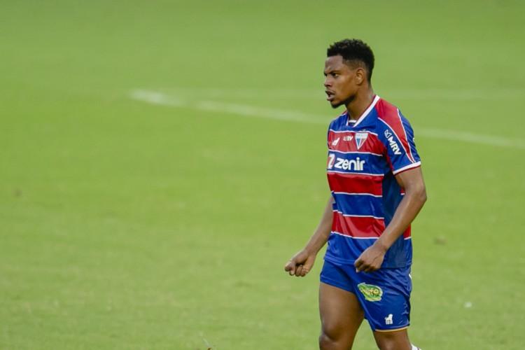 Recuperado de lesão no ombro, Matheus Jussa voltou a atuar pelo Fortaleza (Foto: Aurelio Alves)