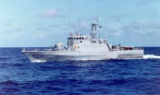 """O Navio-Patrulha """"Grajaú"""" fez o resgate da embarcação nesse sábado, 15."""