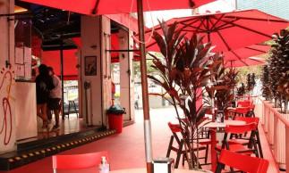 São Paulo - O projeto Ruas SP, da prefeitura de São Paulo, autoriza que bares e restaurantes ocupem com mesas e cadeiras a faixa de rua destinada ao estacionamento de veículos para atendimento público ao ar livre.