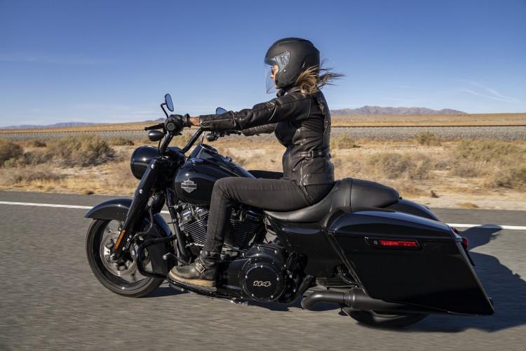 Técnicas de frenagem são fundamentais para qualquer motociclista (Foto: Divulgação/Harley-Davidson/Scott G Toepfer)