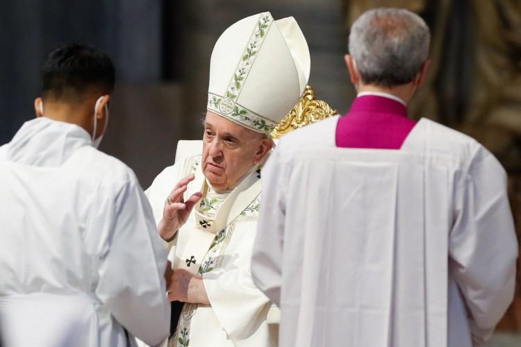 O Papa Francisco celebra uma Santa Missa para a comunidade dos fiéis de Mianmar em Roma, em 16 de maio de 2021 na Basílica de São Pedro no Vaticano (Foto:  REMO CASILLI / POOL / AFP)