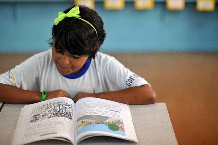FNDE repassa recursos a escolas para compra de livros didáticos (Foto: )