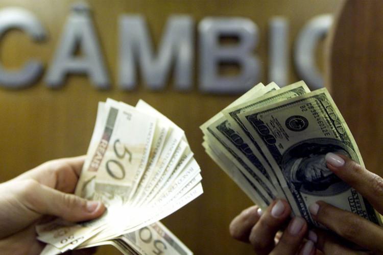 dólar (Foto: REUTERS/Bruno Domingos)