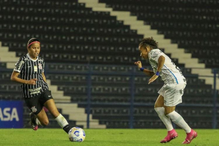 Corinthians vence Grêmio e toma liderança do Brasileiro Feminino (Foto: )