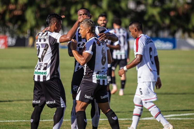 Ceará derrota Atlético-CE e garante vaga nas semifinais do Cearense (Foto: )