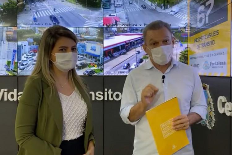 Prefeito de Fortaleza, José Sarto, e a superintendente da AMC Juliana Coelho.  (Foto: Reprodução/Facebook)
