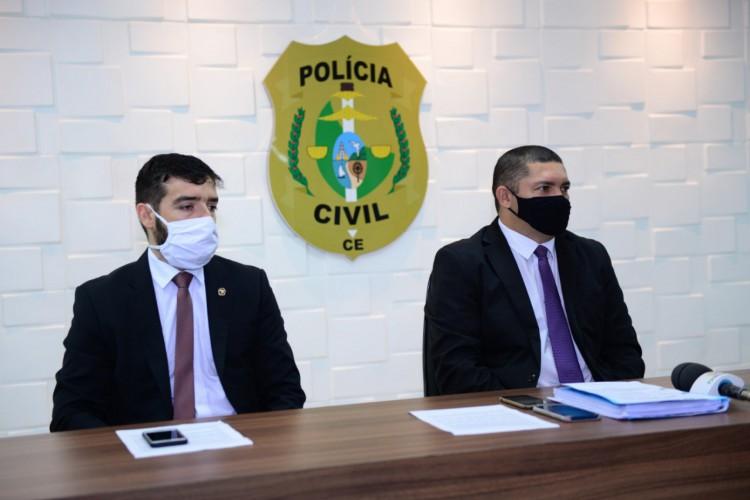 Os delegados Pedro Viana, titular da DRFVC e delegado adjunto da DRFVC, Rafael Biazi em coletiva (Foto: Foto: SSPDS)