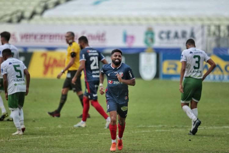 Romarinho comemora gol marcado para o Fortaleza na vitória diante do Icasa no Castelão. Jogo válido pela última rodada da segunda fase do Campeonato Cearense.  (Foto: Aurélio Alves/O POVO)