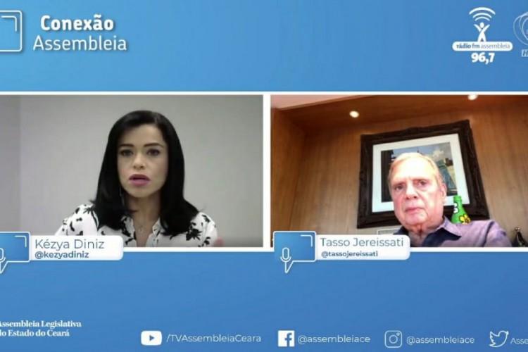 O senador Tasso Jereissati concedeu entrevista ao programa Conexão Assembleia, apresentado pela jornalista Kézya Diniz. (Foto: Reprodução/YouTube TV Assembleia)