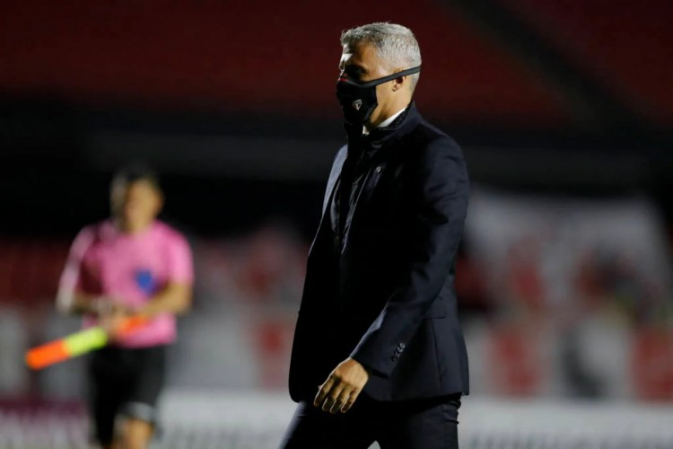 Crespo não estará na borda do gramado para a partida entre São Paulo e Ceará, no Castelão.  (Foto: Fernando Bizerra / AFP)