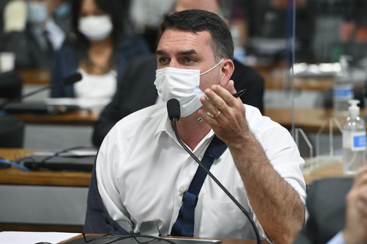 Senador Flávio Bolsonaro é investigado por ter se apropriado de parte dos salários dos funcionários, esquema de enriquecimento ilícito. (Foto: Jefferson Rudy/Agência Senado)