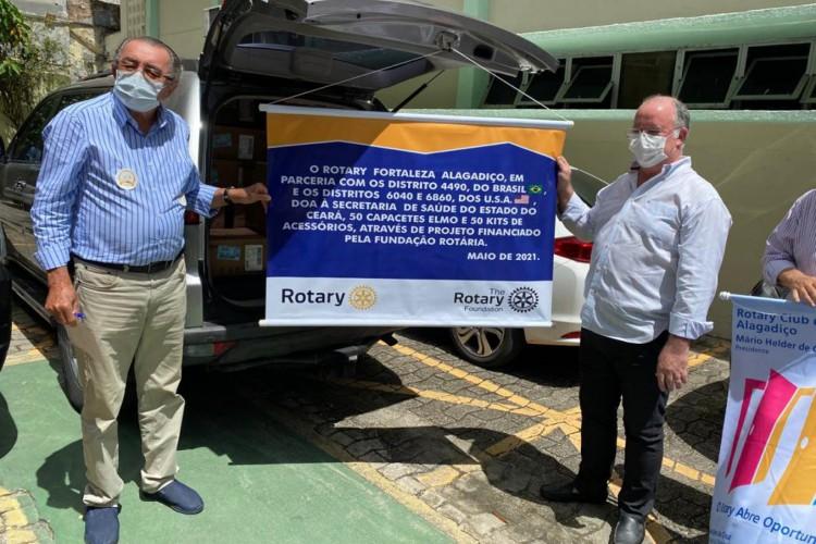 Presidente da Rotary Club-Alagadiço, Mário Helder, e secretário executivo da Sesa, Claudio Frota (Foto: Divulgação/Rotary Brasil)