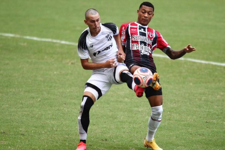 Atacante Wendson marcou dois gols contra o Ceará pelo Ferroviário (Foto: Fábio Lima/O POVO)