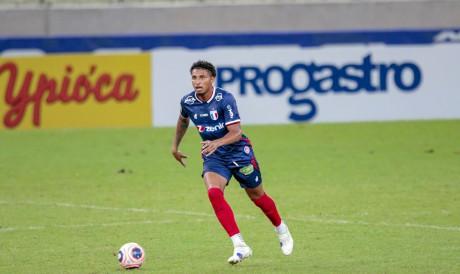 Éderson formou dupla com três jogadores diferentes nos últimos cinco jogos do Fortaleza