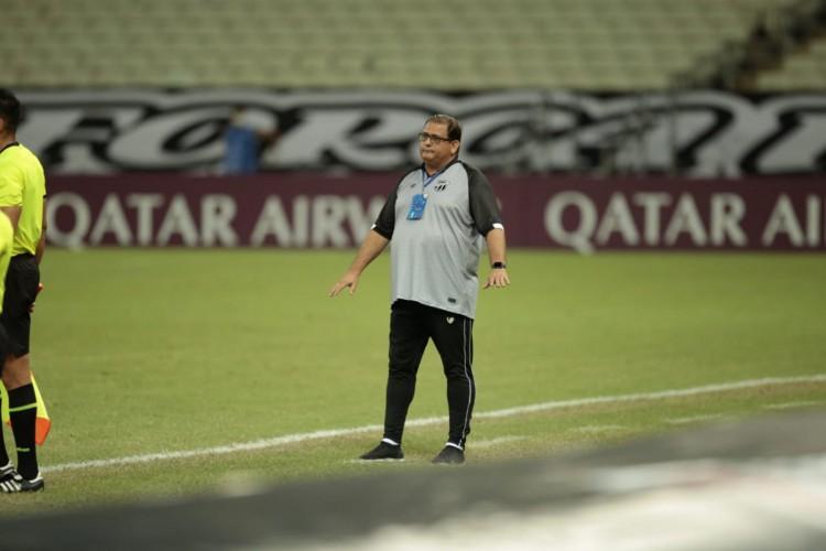 Guto Ferreira está há mais de um ano à frente do comando técnico do Ceará (Foto: Aurélio Alves/O POVO)