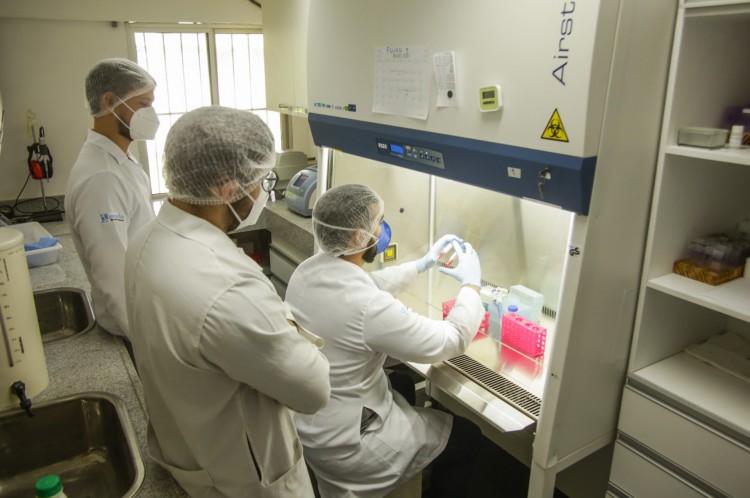 Além da vacina cearense, o Laboratório de Biotecnologia e Biologia Molecular da Uece desenvolve pesquisas de produção de kits de diagnósticos para doenças como dengue, febre Zika, Chikungunya, Leishmania, Leucemia linfoblástica aguda e outras