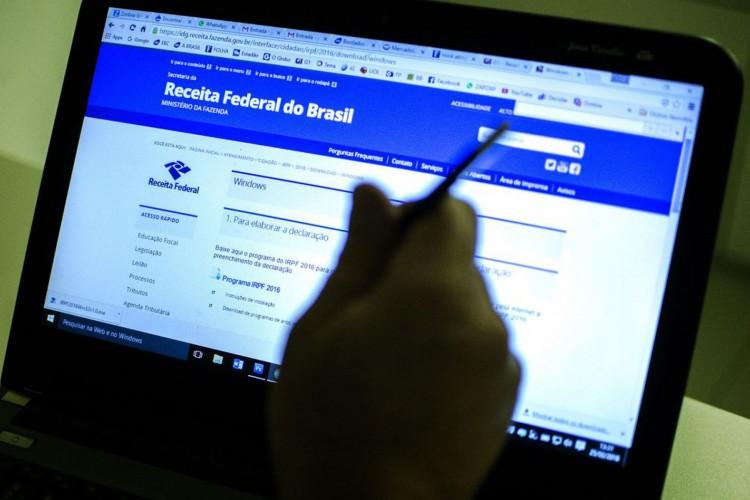 Brasília - Receita Federal libera o programa da Declaração do Imposto de Renda Pessoa Física 2016, ano-base 2015 (Marcelo Camargo/Agência Brasil) (Foto: Marcelo Camargo/Agência Brasil)