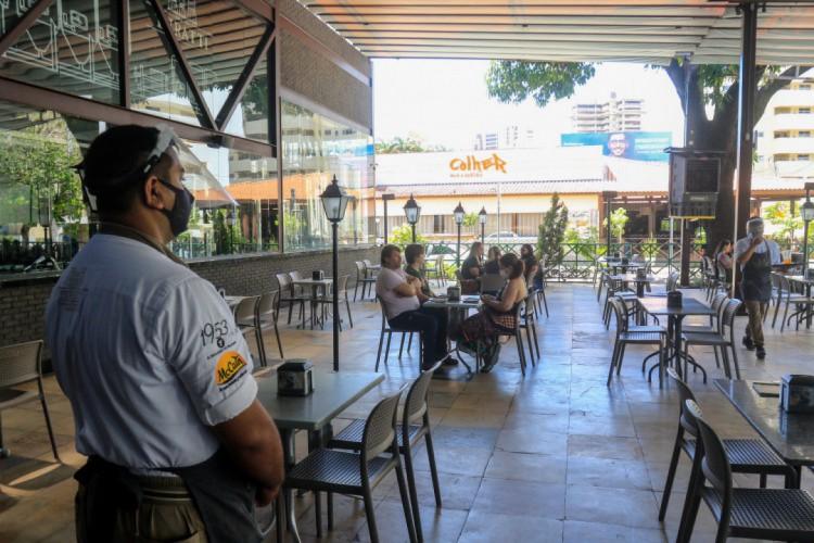 Confira como fica o horário de funcionamento dos estabelecimentos no Ceará com novo decreto    (Foto: BÁRBARA MOIRA)