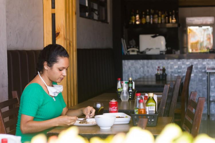 Restaurantes cobram continuidade da flexibilização do horário de funcionamento. (Foto: Fernanda Barros)