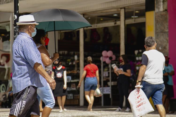 Lojas do comércio de rua podem abrir uma hora mais cedo a partir desta segunda-feira, 11, em todo o Estado (Foto: Aurelio Alves)