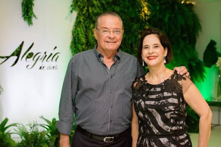 Valman Miranda foi presidente da CDL Fortaleza, entre 1994 e 1997. Na foto, aparece ao lado da esposa Cristina Fiúza Miranda (Foto: DIVULGAÇÃO)