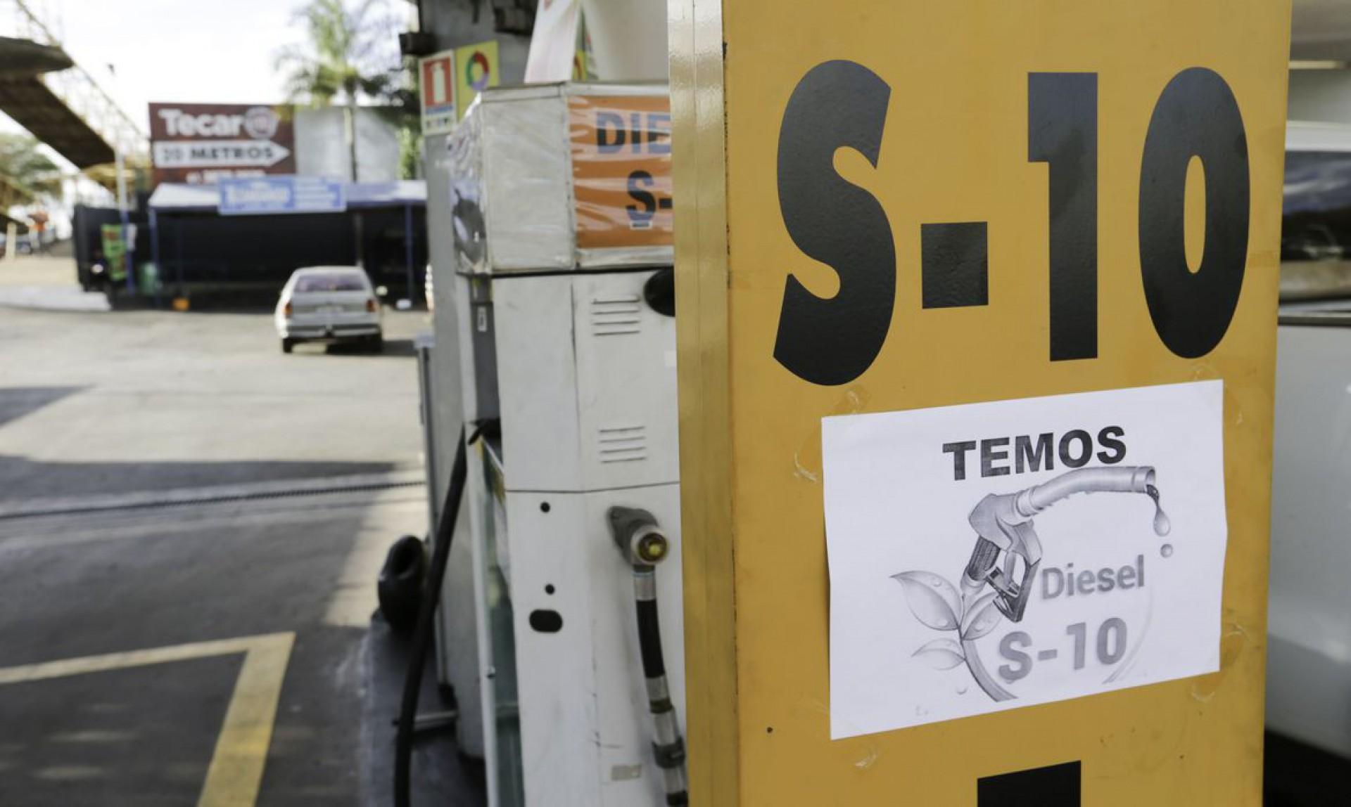 Diesel e etanol provocam polêmica. E prejuízo para os motoristas
