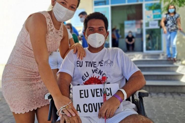 Laís passou 26 dias acompanhando Venícios no hospital  (Foto: Sesa/Reprodução)