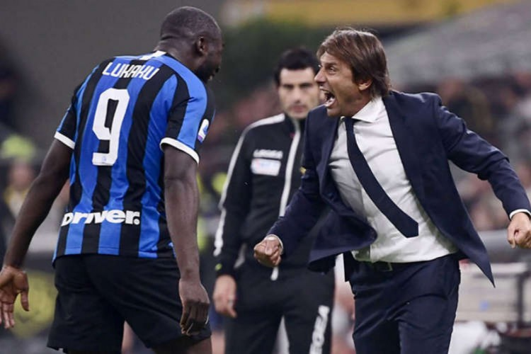 Antonio Conte deixa a Internazionale logo após conquistar o título do Campeonato Italiano (Foto: AFP)