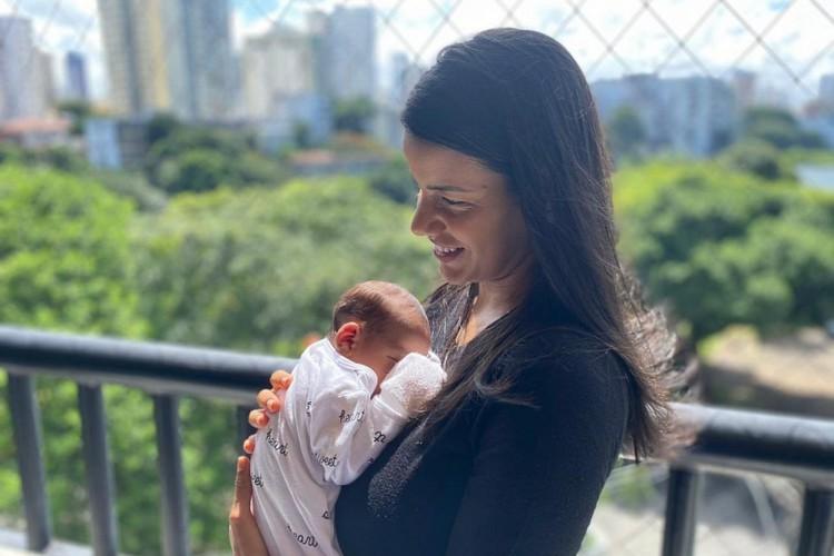 A presença de anticorpos na mãe, Patrícia Marques, e no recém-nascido, Mateus, foi confirmada por teste de sorologia no Lacen-BA (Foto: Divulgação/Sesab)