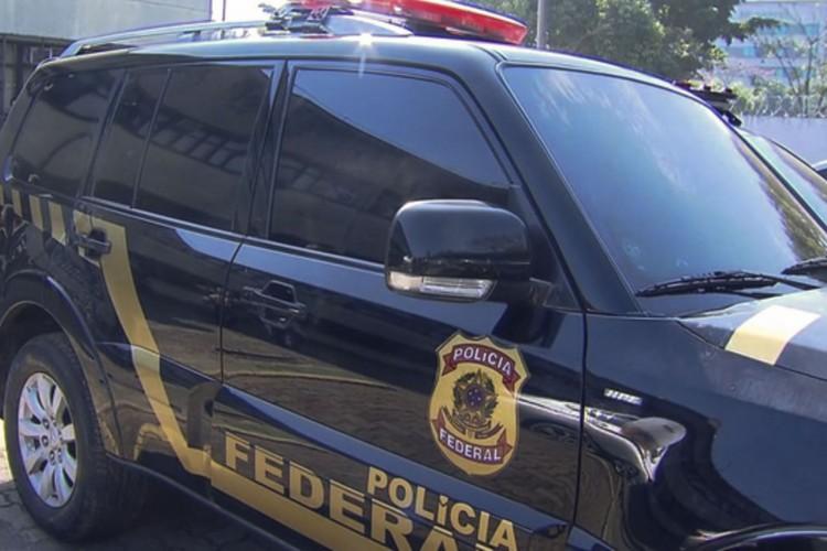 Veículos disfarçados de viaturas da Polícia Federal, que foram utilizados no roubo de ouro no Aeroporto de Guarulhos. (Foto: TV Brasil)