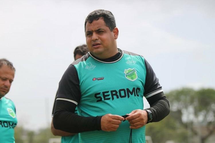 Leston Júnior, treinador do Floresta, falou ao Esportes O POVO sobre a estreia na Série C 2021 (Foto: Ronaldo Oliveira/Floresta EC)