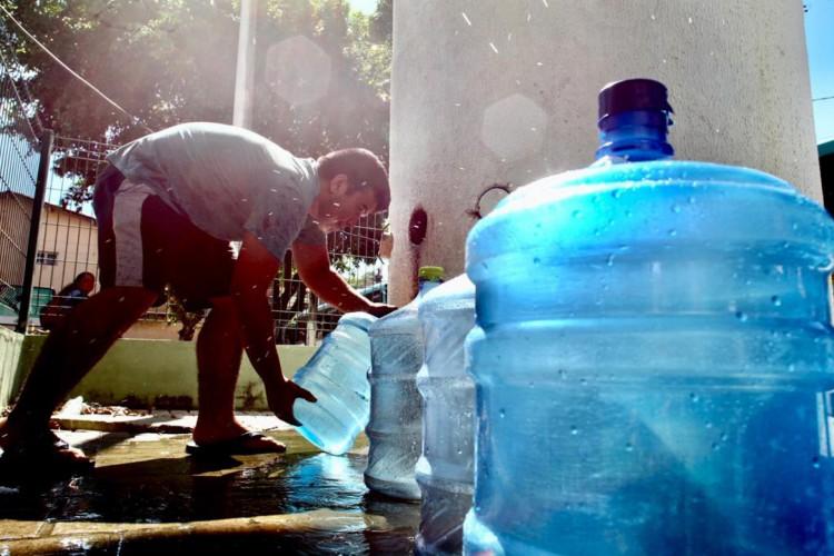 Cidadãos devem poupar água durante paralisação no abastecimento  (Foto: FÁBIO LIMA/O POVO)