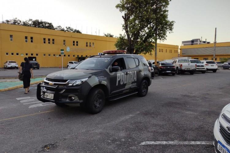 Ao todo, foram expedidos 26 mandados de prisão preventiva e de busca e apreensão, sendo 21 contra integrantes de organizações criminosas e cinco contra policiais militares em Fortaleza e em Caucaia (Foto: Divulgação/MPCE)