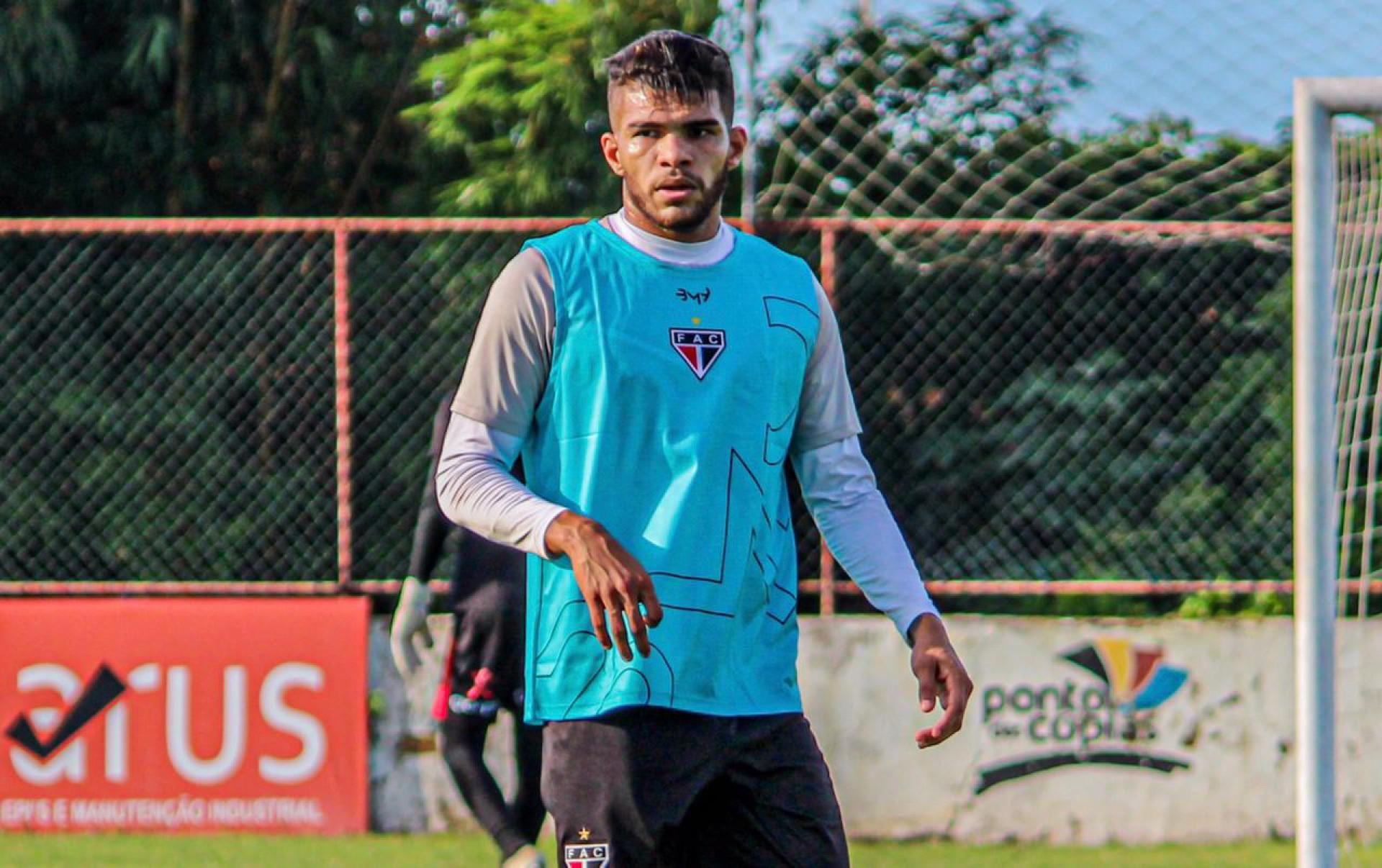 Com a saída de Wesley, Berguinho pode reassumir vaga de titular no Ferroviário