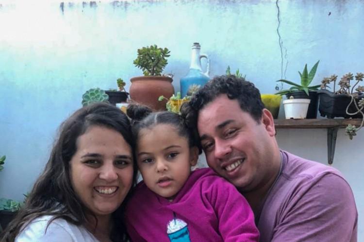 Janaina Machado tem 34 anos e o marido Meuczadek Arruda, 36. Eles são de Itararé, interior de São Paulo