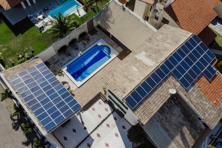 O BNB financia placas solares para residências e negócios. (Foto: JÚLIO CAESAR)