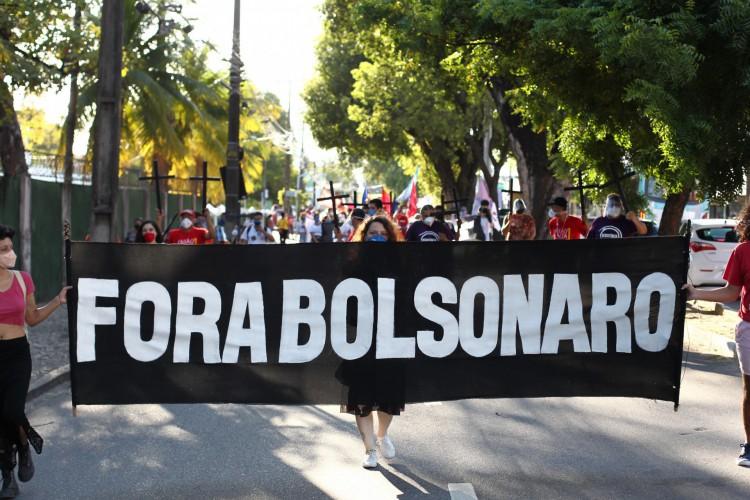 FORTALEZA,CE, BRASIL, 29.05.2021: Manifestantes caminham pela Av. 13 de maio em Protesto Fora Bolsonaro.  (Fotos: Fabio Lima/O POVO) (Foto: FABIO LIMA)