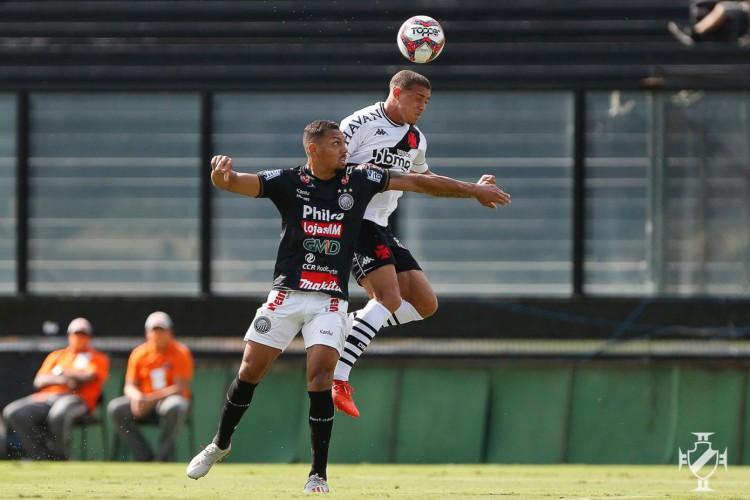 Jogadores disputam bola pelo alto no jogo Vasco x Operário, em São Januário, pela Série B (Foto: Rafael Ribeiro/Vasco)