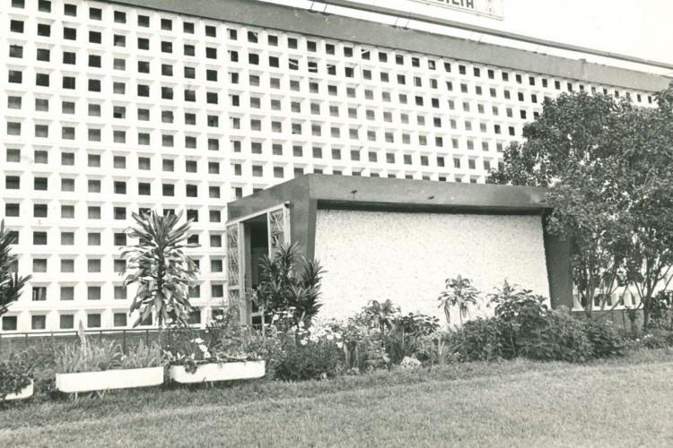 Fachada da entrada do prédio da Rádio Nacional de Brasília (Acervo Arquivo Público do Distrito Federal) (Foto: Acervo Arquivo Público do Distrito Federal)