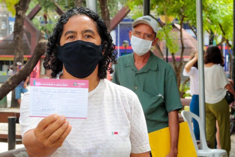 A nova etapa de imunização começou pela população de 59 anos e segue ordem decrescente de idade (Foto: Bárbara Moira)