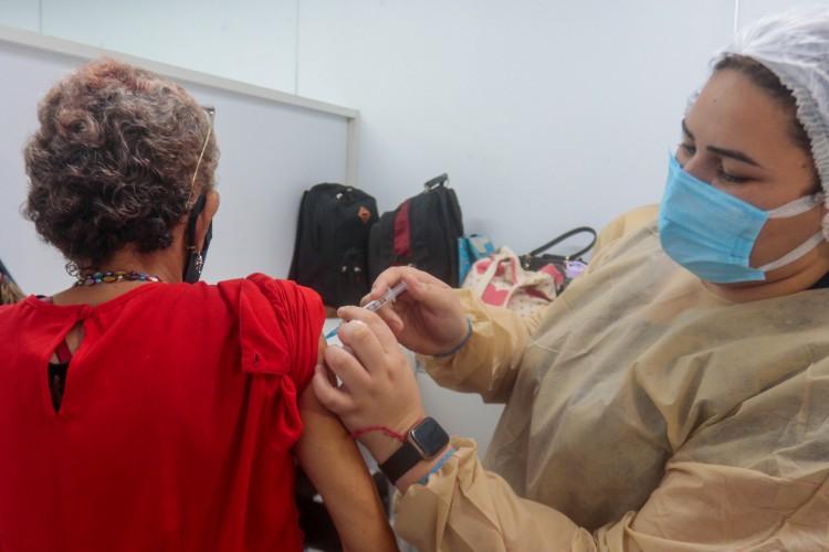 A vacinação contra a Covid-19 teve início em Fortaleza ainda em janeiro. (Foto: Bárbara Moira/ O POVO)