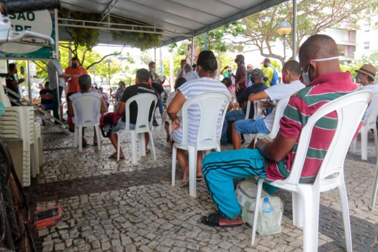Centro de vacinação para pessoas em situação de rua na Praça do Ferreira (Foto: Barbara Moira/O Povo)