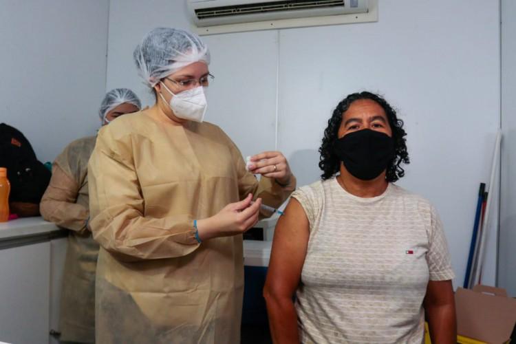 Vera Lúcia Nascimento foi uma das pessoas em situação de rua contempladas com a vacina (Foto: Bárbara Moira )
